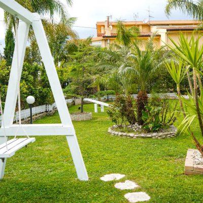 altalena-giardino-villa-giulia-crotone-2